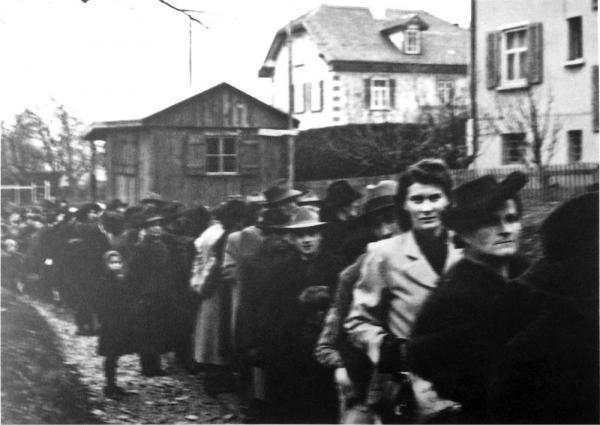 Grosser Ansturm: Besichtigung der ersten Musterwohnung 1945