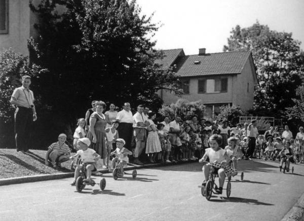 Dreiradrennen und Slalomfahren:Kinderfest1961